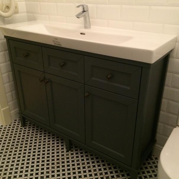 Тумба под раковину напольная в ванную комнату