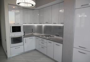 Глянцевая белая кухня МДФ