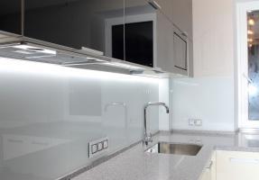 Чёрно-белая кухня МДФ